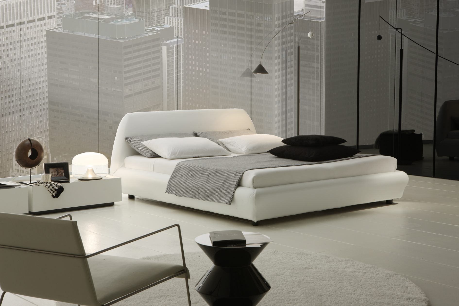 Modern-bedroom-with-white-design-of-the-bed-and-white-bedside-table
